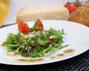 Rucola-Salat mit Met-Balsamico Dressing