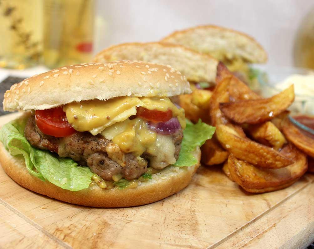 Burger mit Honig-Senf Sauce